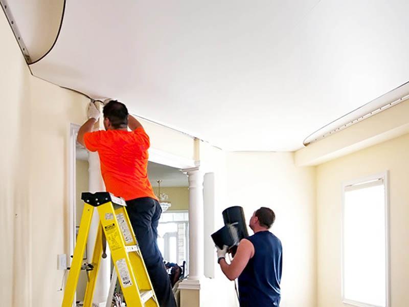 картинка натяжные потолки и строитель